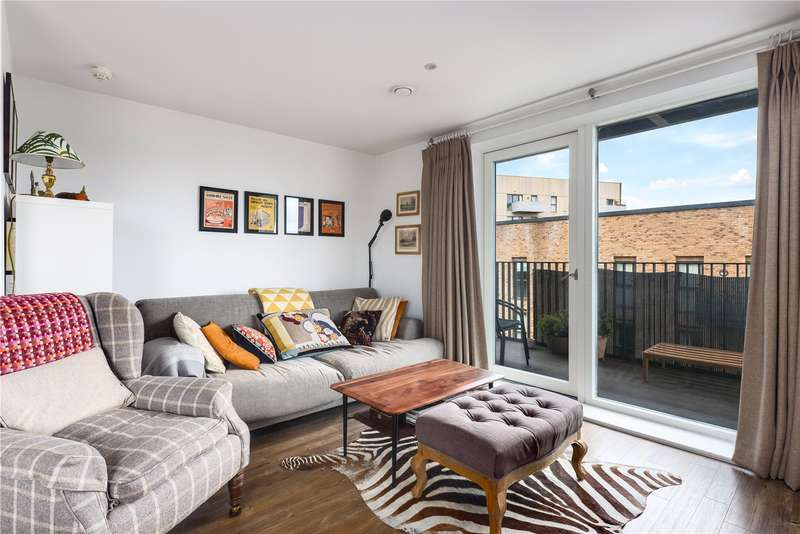 3 Bedrooms Flat for rent in Atkins Square, Dalston Lane, London, E8