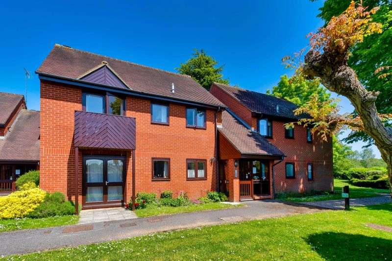 2 Bedrooms Property for sale in Essex Way, Sonning Common, Reading