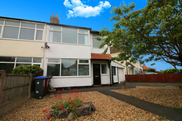 3 Bedrooms Semi Detached House for sale in Luton Road, Thornton-Cleveleys, FY5