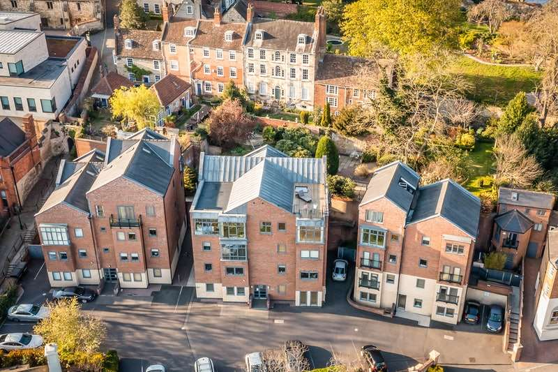 2 Bedrooms Penthouse Flat for sale in Greestone Mount, Lincoln, Lincolnshire, LN2