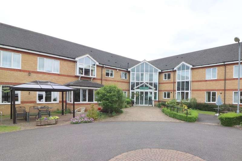 2 Bedrooms Flat for sale in Bushmead Court, Hancock Drive, Luton, Bedfordshire, LU2 7GY
