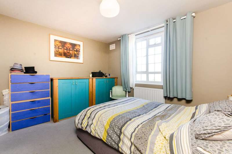 3 Bedrooms Flat for rent in Grand Drive, Raynes Park, SW20