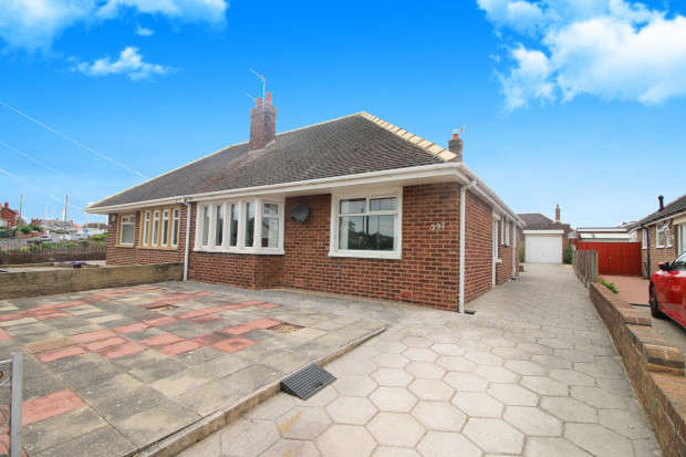 2 Bedrooms Bungalow for sale in Norbreck Road, Thornton-Cleveleys, FY5
