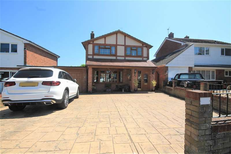 3 Bedrooms Detached House for sale in Pickers Way, Holland on Sea