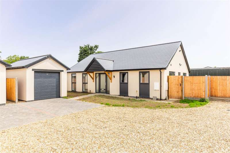 3 Bedrooms Detached Bungalow for sale in Grantham Road, Waddington, Lincoln