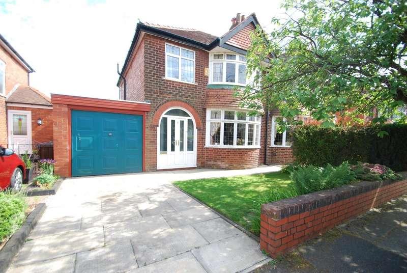 3 Bedrooms Semi Detached House for sale in Standring Avenue, Seddons Farm, Bury