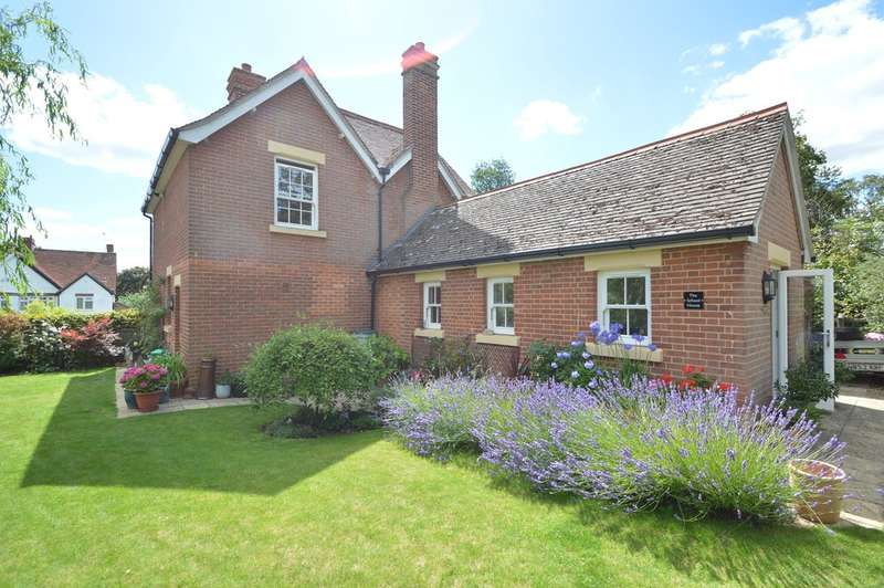 3 Bedrooms Detached House for sale in Dame Mary Walk, Halstead