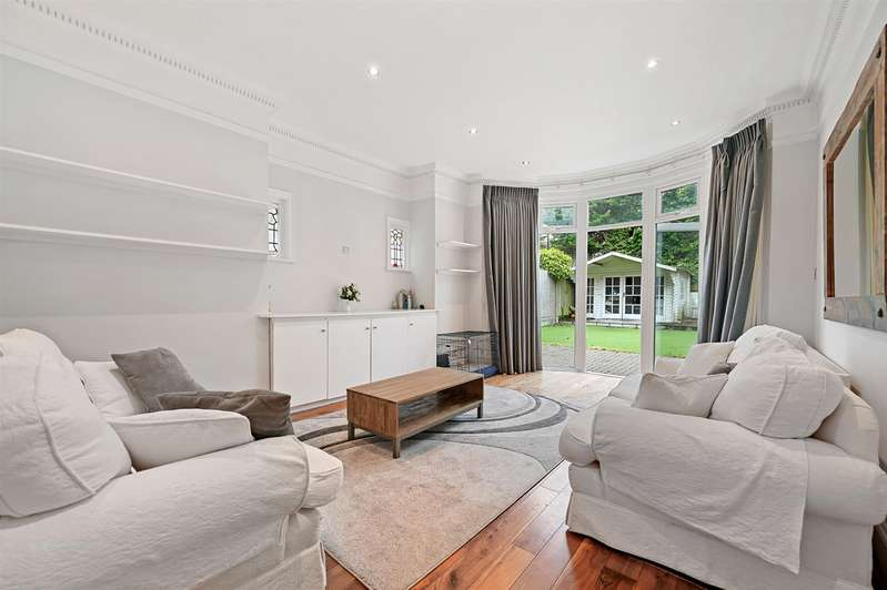 5 Bedrooms Semi Detached House for sale in Avondale Avenue, Finchley, London