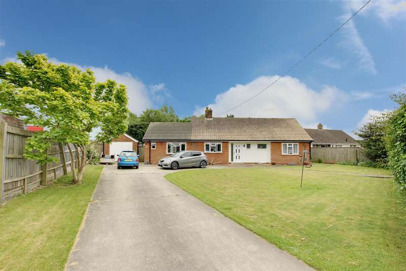 3 Bedrooms Detached Bungalow for sale in Station Road, Alford