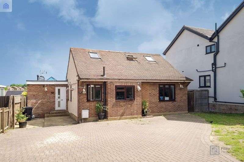 5 Bedrooms Property for sale in Honey Lane, Waltham Abbey, EN9