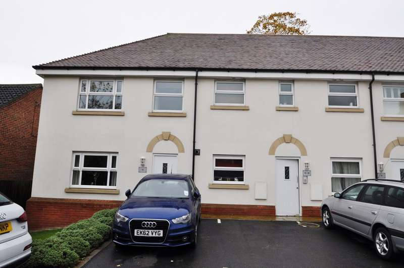 2 Bedrooms Flat for sale in Kingsgate, Rayleigh, Essex, SS6 8GJ
