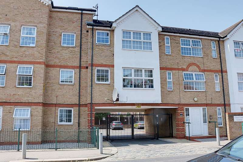 2 Bedrooms Property for sale in Chase Road, Southend-On-Sea SS1