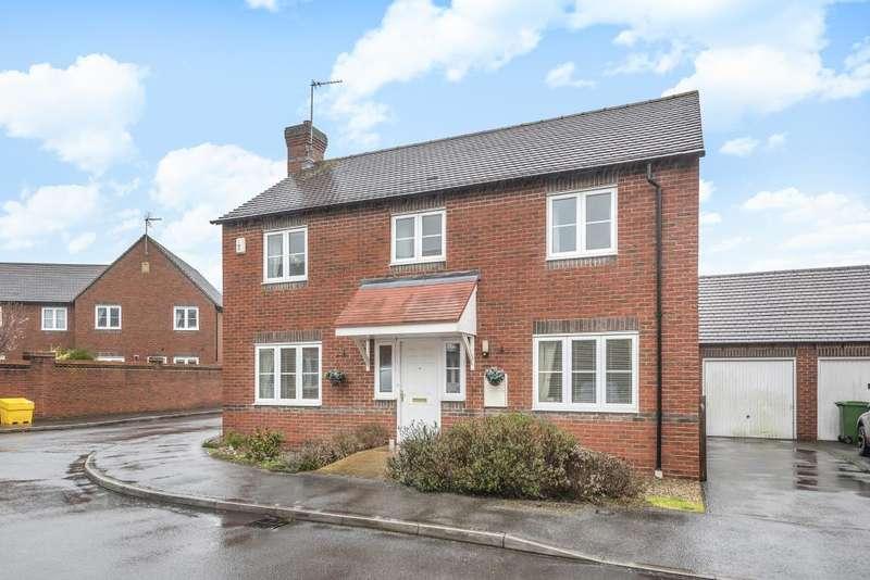 4 Bedrooms Detached House for sale in Newbury, Berkshire, RG19