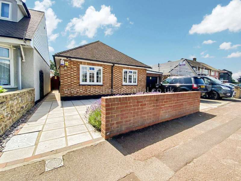 2 Bedrooms Bungalow for sale in Elm Road, Southend On Sea