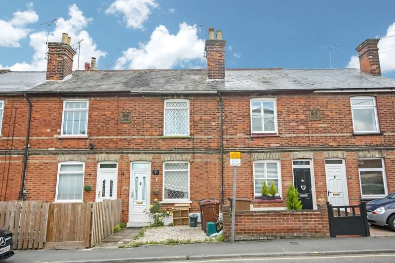 2 Bedrooms Terraced House for sale in Beehive Lane , Chelmsford
