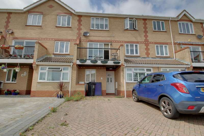 4 Bedrooms Terraced House for sale in Hastings Avenue, Clacton-On-Sea