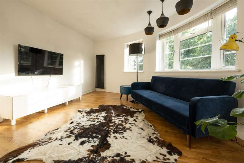2 Bedrooms Flat for rent in Grove Close - 10 Minute Walk from Southgate Station
