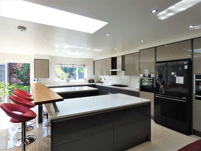 4 Bedrooms Semi Detached House for sale in Queensgate Drive, Birstall, Leicester