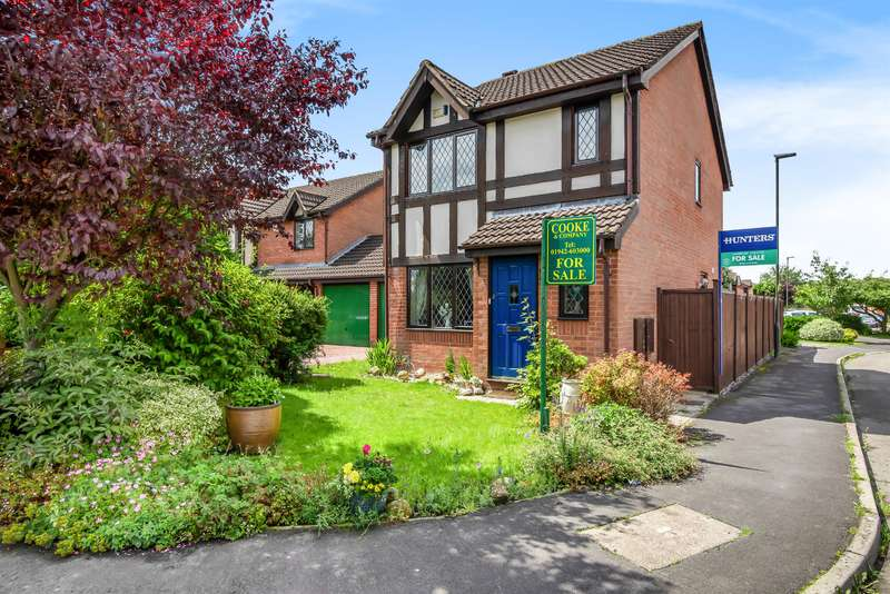 3 Bedrooms Detached House for sale in Moreton Drive, Leigh, WN7 3NF