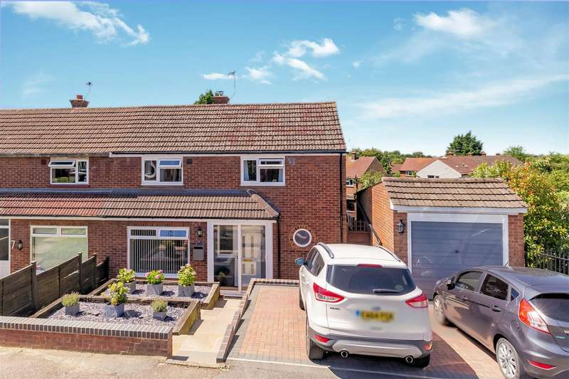 3 Bedrooms Semi Detached House for sale in Beaconfield Way, Epping