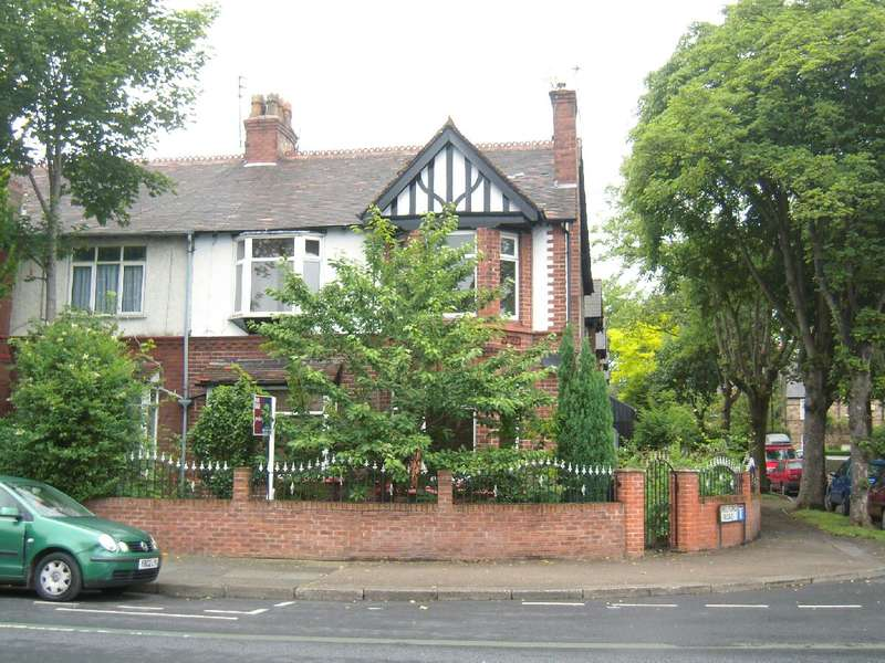 4 Bedrooms Semi Detached House for sale in Upper Chorlton Road, Old Trafford, Manchester. M16 0BJ
