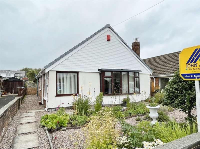 3 Bedrooms Detached Bungalow for sale in Edwinstowe Road, Ansdell, Lytham St Annes