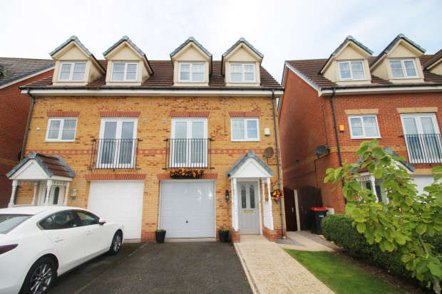 3 Bedrooms Semi Detached House for sale in Kingfisher Way, Fleetwood, FY7