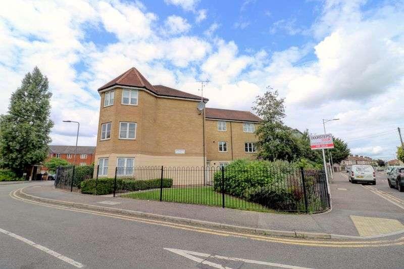 2 Bedrooms Property for sale in Bengeo Gardens, Romford