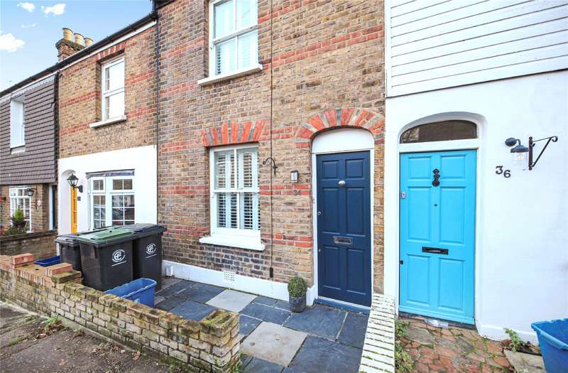 2 Bedrooms Terraced House for sale in Gladstone Road, Buckhurst Hill, Essex, IG9