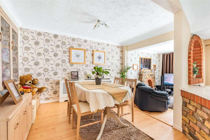 4 Bedrooms Terraced House for sale in Hillcroft, Loughton, Essex, IG10