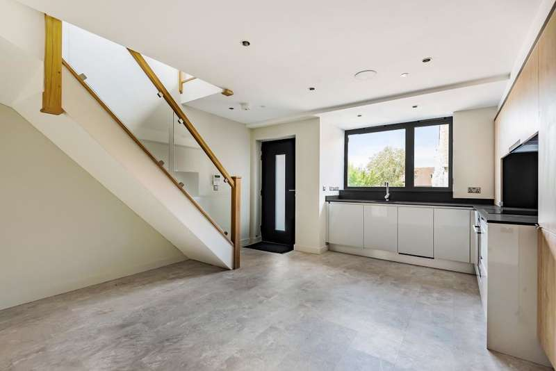 2 Bedrooms Flat for sale in Reading, Berkshire, RG4