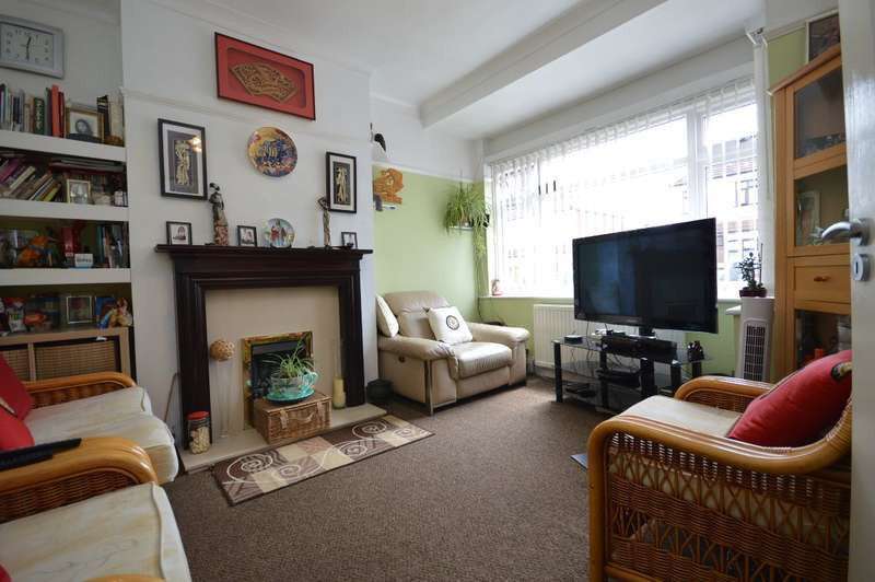 4 Bedrooms Terraced House for sale in Eton Road, Ilford
