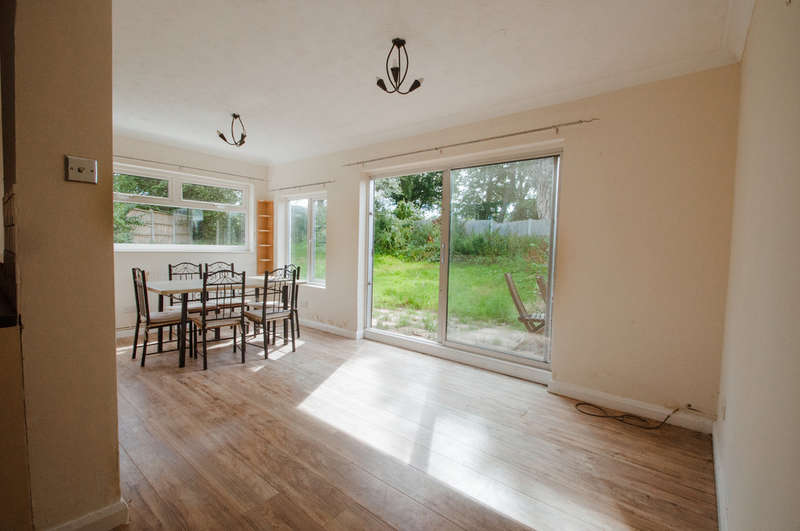 2 Bedrooms Semi Detached Bungalow for sale in Central Close, Daws Heath