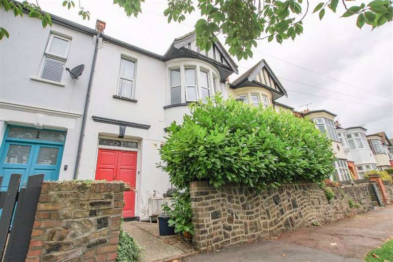 1 Bedroom Flat for sale in Rockleigh Avenue, Leigh-On-Sea, Essex