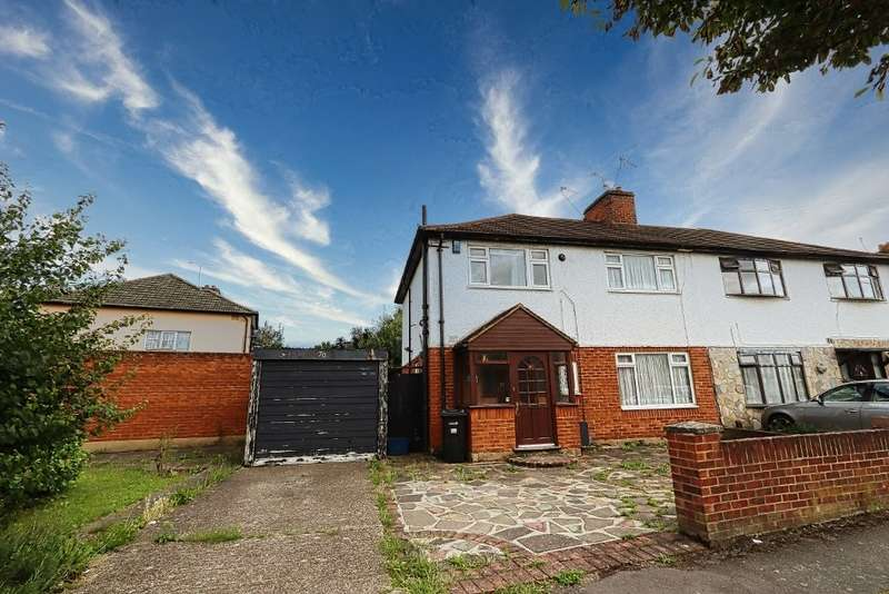 3 Bedrooms Semi Detached House for sale in Gaysham Avenue, Gants Hill, IG2
