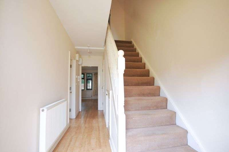 4 Bedrooms Property for sale in Maple Road West, Manchester