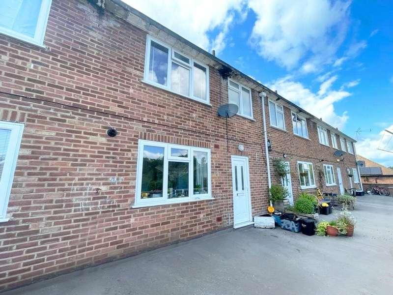 3 Bedrooms Maisonette Flat for sale in Rances Lane, Wokingham, Berkshire, RG40