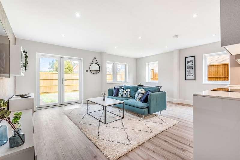 2 Bedrooms Apartment Flat for sale in Bourne House, Beansheaf Grange, Old Grange Close, Calcot, Reading, RG31