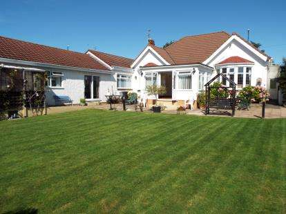 5 Bedrooms Bungalow for sale in Wells Road, Whitchurch, Bristol, .