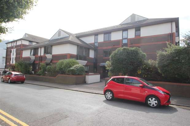2 Bedrooms Property for sale in Gordon Place, Southend on Sea