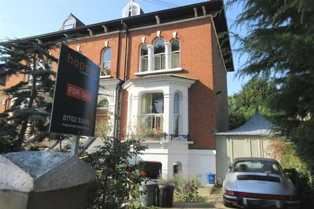 3 Bedrooms House for sale in Alexandra Road, Southend-on-Sea