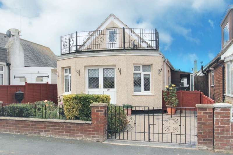 3 Bedrooms Detached House for sale in Glebe Way, Jaywick