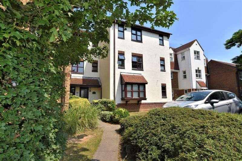 1 Bedroom Apartment Flat for sale in Frobisher Court, Frobisher Way, Shoeburyness, Essex, SS3