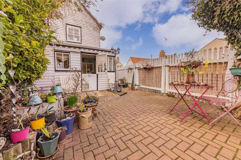 2 Bedrooms Cottage House for sale in Wakering High Street, Great Wakering, Essex