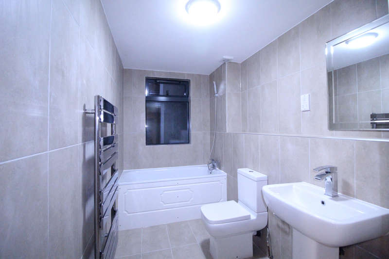 3 Bedrooms Flat for rent in Charter House, High Road, IG1