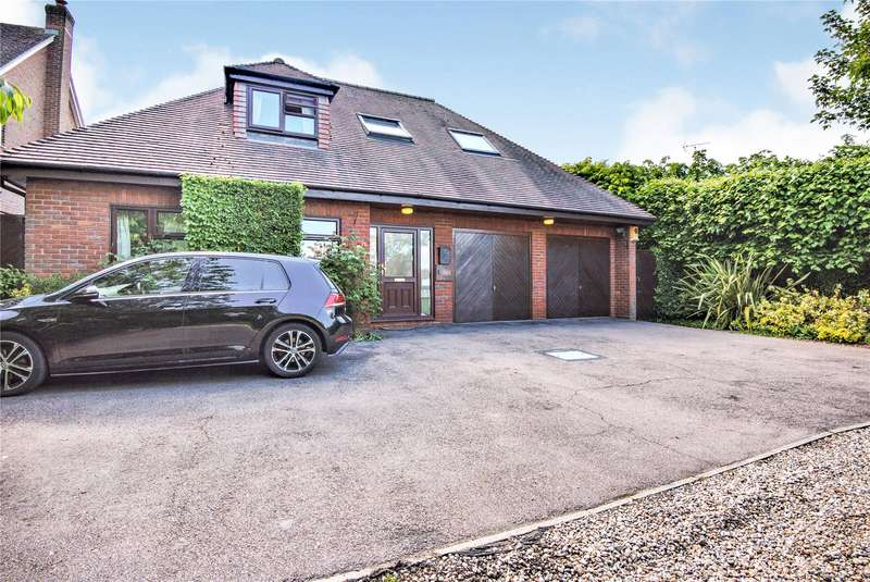 5 Bedrooms Detached Bungalow for sale in Rayleigh Road, Hutton, Brentwood, Essex
