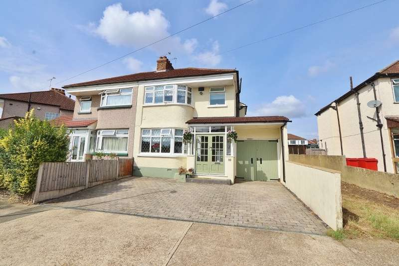 3 Bedrooms Semi Detached House for sale in Heather Way, Romford, RM1