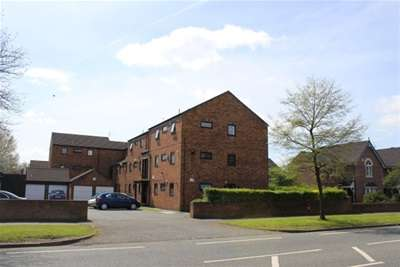 2 Bedrooms Flat for rent in Cedar Court, Fallowfield, Manchester, M14 6FB