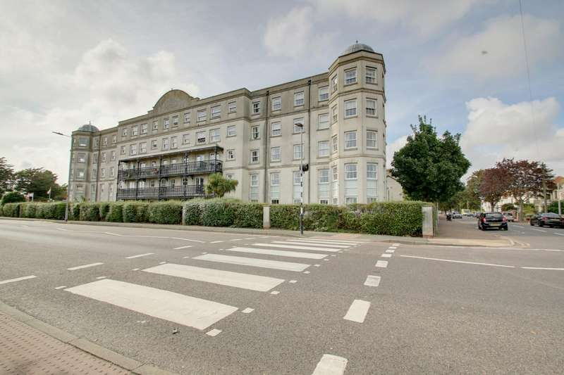 1 Bedroom Flat for sale in Marine Parade West, Clacton-On-Sea