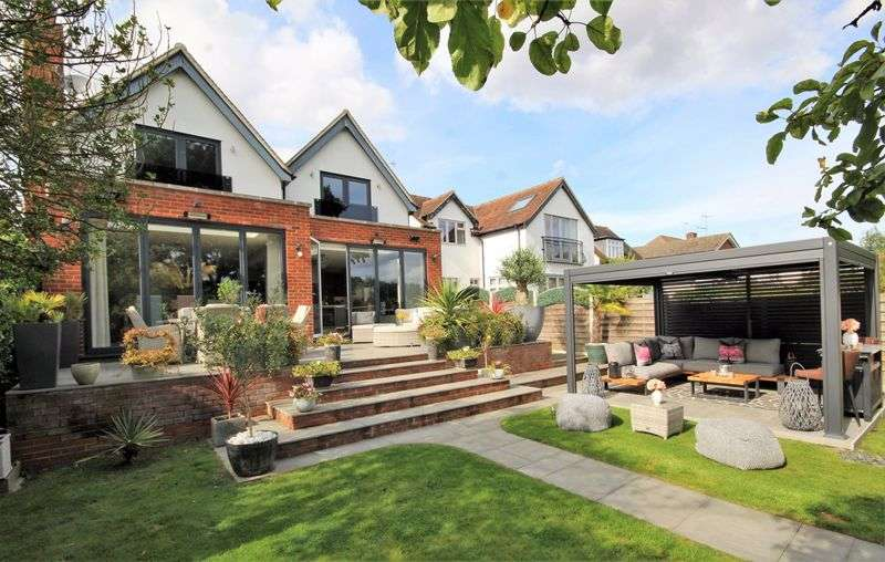 4 Bedrooms Property for sale in Sebastian Avenue, Shenfield, Brentwood